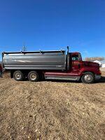 *1999 Freightliner FLD 112 t/a grain truck, VIN# 1FUY3MCB5XLB26454, Owner: Gervin Stock Farms Seller: Fraser Auction__________ ***TOD, SAFETIED, KEYS***