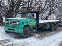 *1980 GMC 7500 tag axle truck w/26' wood deck