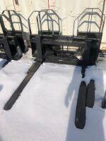 *NEW Walco 3700lb pallet forks, walk through skid steer mounts (K54)