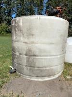 1600-gal poly tank (white)