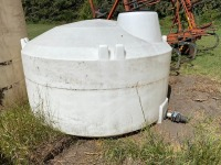 approx 800-gal poly tank (white) missing small lid