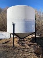 *2300-gal poly Liquid Fertilizer V-Bottom tank w/cradle