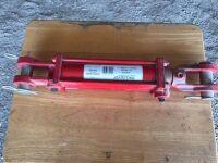 New Hyd cylinder