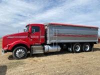 *2012 Kenworth T800 T/A grain truck, 947,344 showing, 15,696 hours showing, VIN# 1XKDDP9X7CJ958649, Owner: 3694306 MB LTD, Seller: Fraser Auction________________ ***TOD, SAFETIED & KEYS***