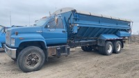 1993 GMC TopKick T/A Truck with Cat Diesel engine. Allison 6 speed auto, recent injector work, 22 foot Double L live bottom box, hydrolic and eectric unload, electric side and end gate, roll tarp, 271000 kms, vin 1GDT7H459PJ512334.