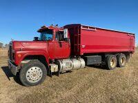 *1988 Mack Econodyne T/A grain truck, 090,970kms showing, VIN#2M2N187Y5JC022885, Owner: MOIR FARMS LTD, Seller: Fraser Auction____________ ***TOD, SAFETIED, KEYS***