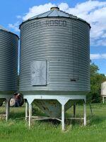 *Approx. 1800-bushel Westeel Rosco hopper bottom bin
