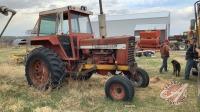 IH 826 tractor