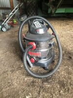 7 GAL SHOP VAC WITH ATTACHMENTS