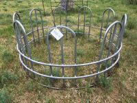 Tombstone round bale feed ring