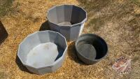 (1) 18in rubber feed tub and (2) plastic mineral tubs (sell as a lot)