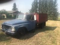 1967 International L800 Grain Truck w/8' Cancade box, VIN# 236477RZ, NOT RUNNING, A49 VIN# 236477RZ Owner: Marion Kostuik, Seller: Fraser Auction: _____________________ ***tod & keys***