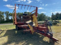 NH Stackliner 1063 small bale picker, tires 36x16-17.5, A58