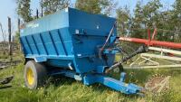 Luck Now 300 s/a 4-auger mixer feed wagon