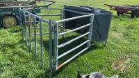 Approx 15-bus Behlin Country poly creep feeder w/panels