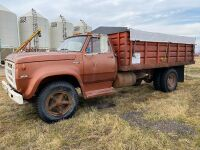 *Dodge 600 S/A grain truck, NO TOD FARM USE ONLY, Seller: Fraser Auction___________