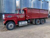 *1988 Ford LTL9000 t/a grain truck, 720,435kms showing, VIN# 1FDXA90W9JVA26136, Owner: Robert M McBride, Seller: Fraser Auction: ______________ ***TOD, SAFETIED & KEYS***