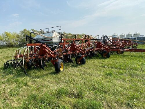 *58' Bourgault 8800 Air Seeder w/Bourgault 5440 3-compartment air cart