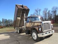 *1976 Ford LT9000 T/A Grain truck, 944,151 showing, VIN#90YVC64611, Owner: John R McGowan, Seller: Fraser Auction____________ ***TOD, SAFETIED & KEYS***